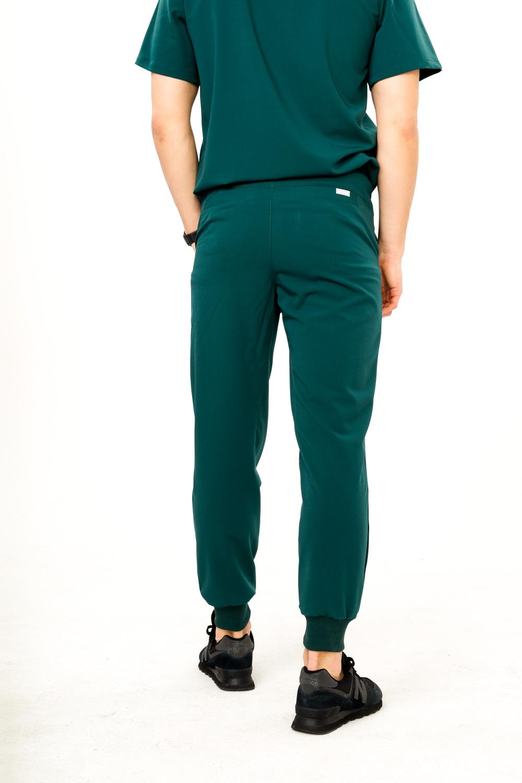 Spodnie medyczne szyte starannie