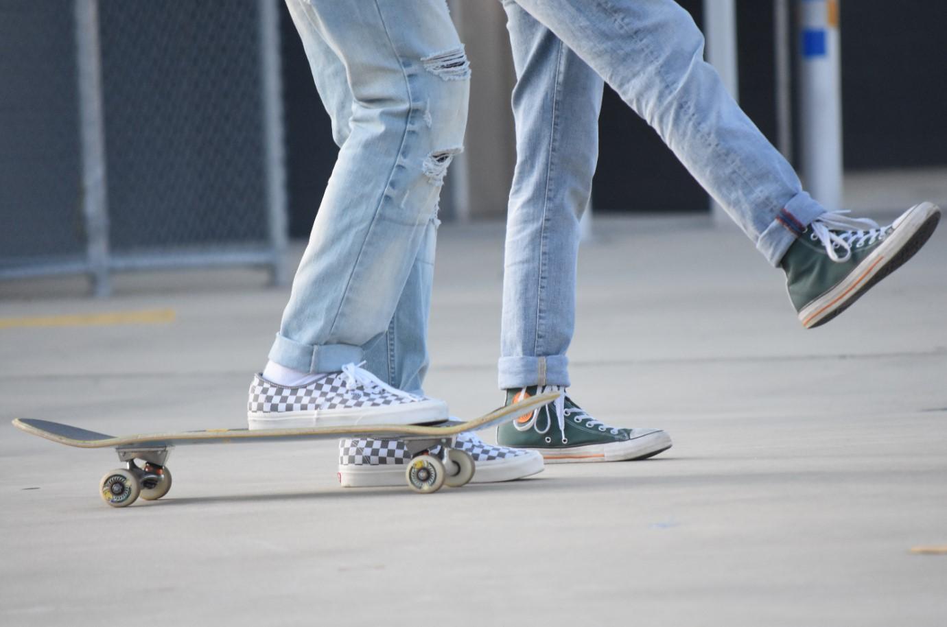 Dowiedz się, jak należy dbać o stopy, aby nie robiły się odciski